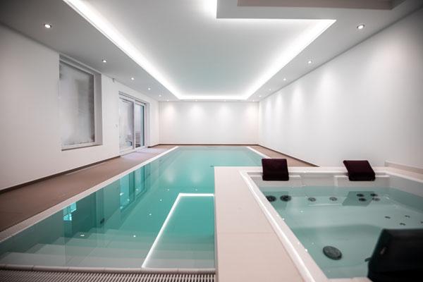 Swimming Pool München mit Whirlpool